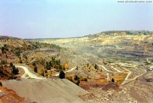 Современный ландшафт Донбасса: карьер карбоновых пород в Комсомольском